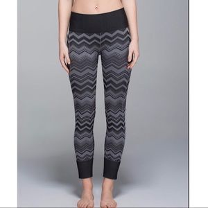 Lululemon Ebb To Street Black Chevron Yoga Pants 6